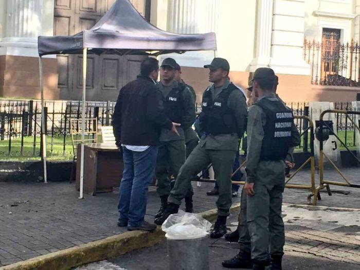 GNB impide acceso de diputados opositores al Palacio Legislativo #8Agos