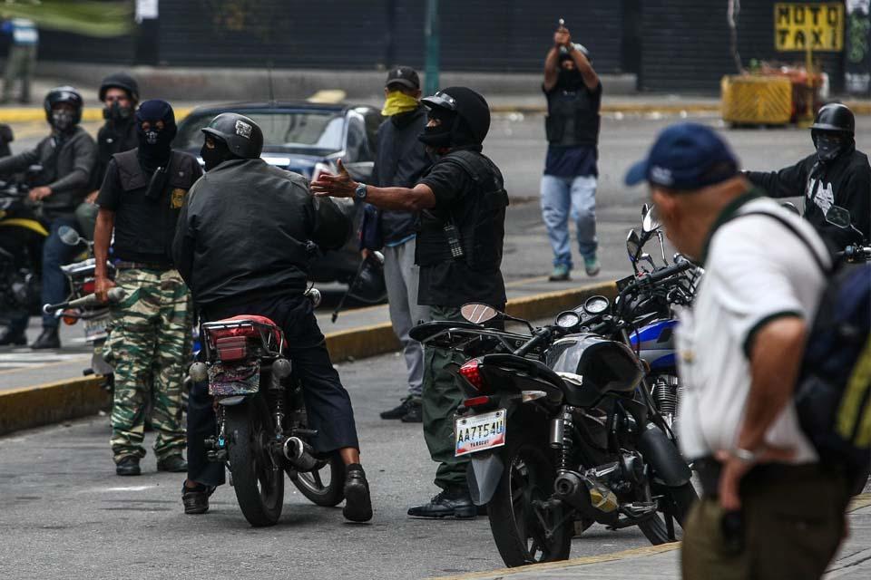 Colectivos confiesan que los contrataron para disparar contra marchas opositoras