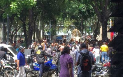 Colectivos rodearon a diputados opositores en la Fiscalía