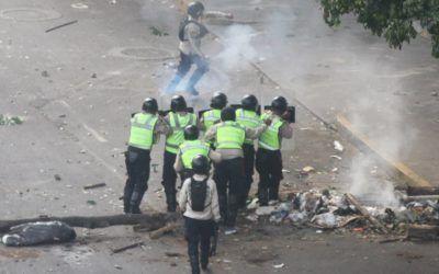 Los colectivos siembran el terror en Venezuela