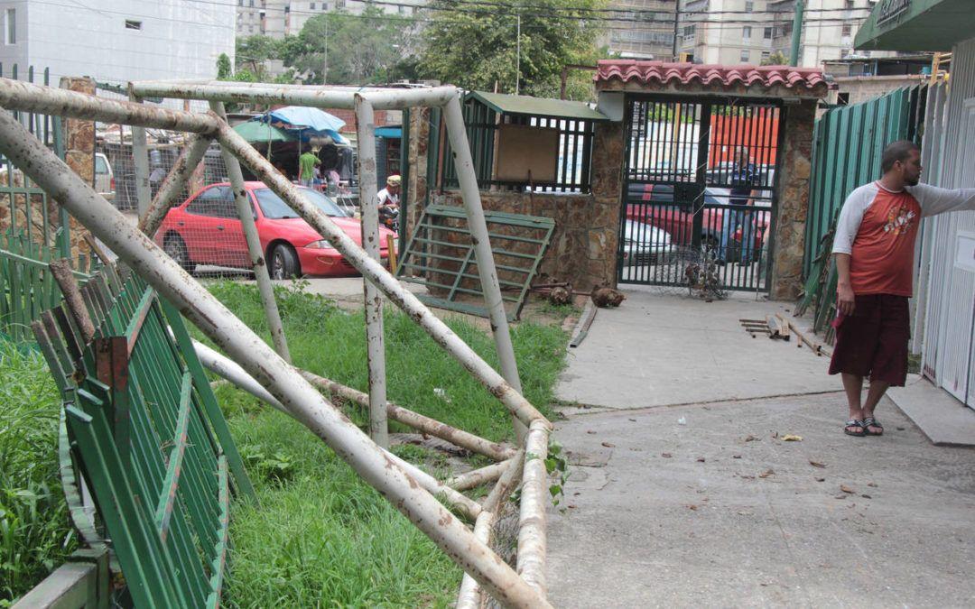 GNB arremetió contra manifestantes en El Valle y Caricuao