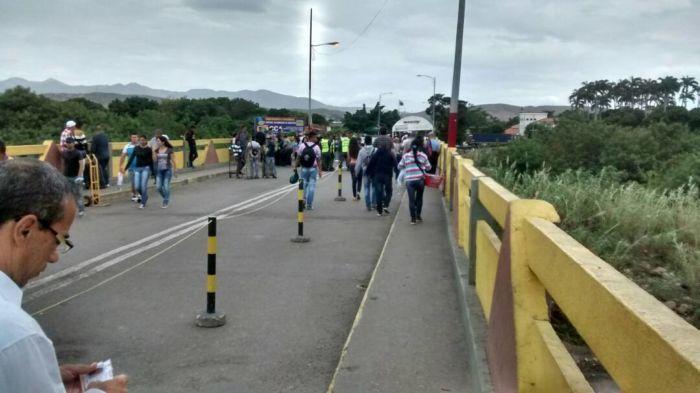 Bandas armadas y guerrilleros se disputan a tiros el control de la frontera colombovenezolana