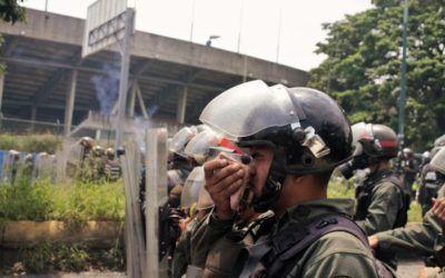 Con trapos y vinagre la GNB se protegía de sus propios gases lacrimógenos