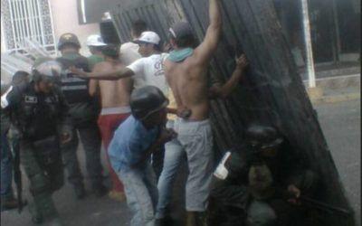 Ramos Allup difundió foto de colectivos reprimiendo con la GNB
