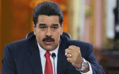 Maduro pasó la tarde del domingo jugando softball en Fuerte Tiuna