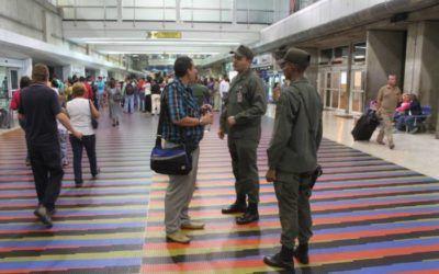 Detenidos cinco GNB por despojar de dólares y euros a un pasajero en Maiquetía