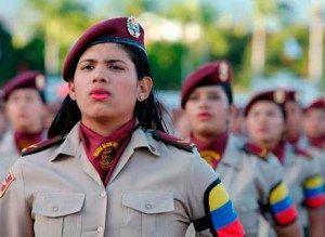 Maduro saludó a las mujeres por el 17º aniversario de su inclusión a la FANB