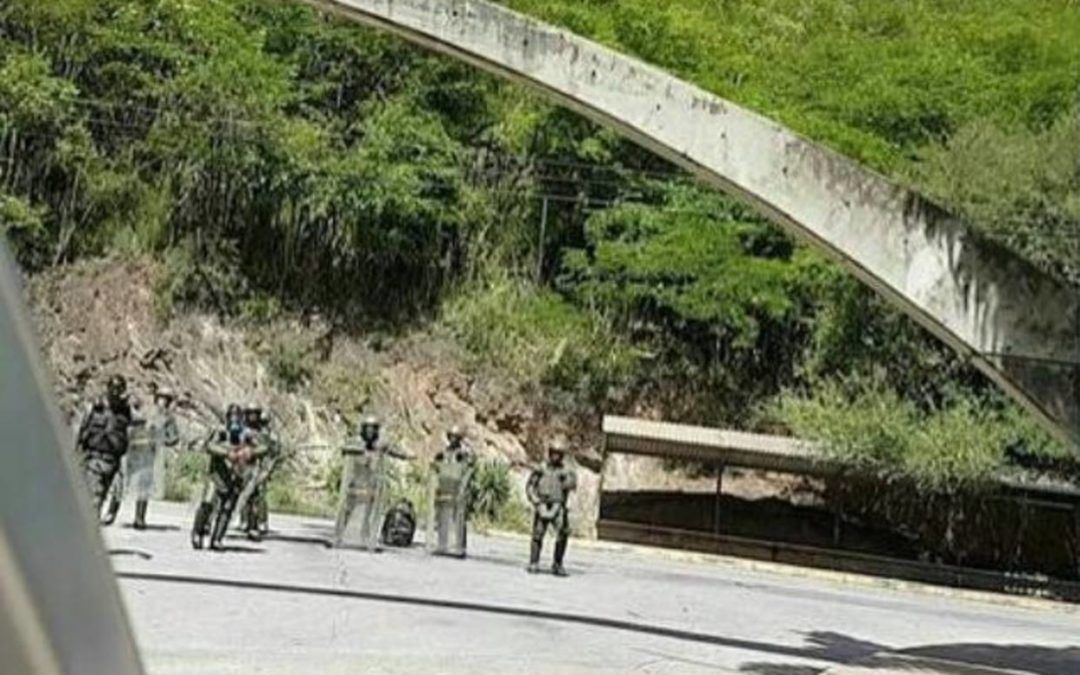 """GNB mantuvo """"secuestrados"""" por 10 horas a estudiantes de la UDO Nueva Esparta"""